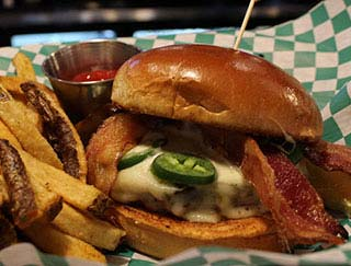 CB3 Burgers & Brews by Kahler Inn & Suites